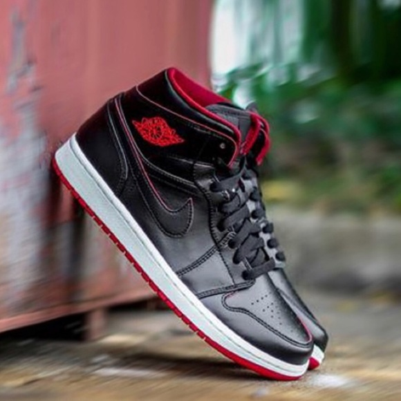 buy online 083ba 6d814 Nike air Jordan retro 1 Black white red shoes